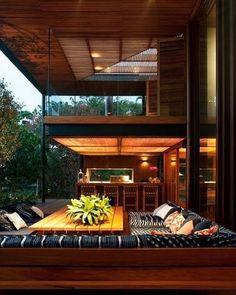 Isso não é uma casa é um sonho transformado em realidade. Essa maravilha está localizado no condomínio Quinta da Baronesa. Projeto Bernardes & Jacobsen