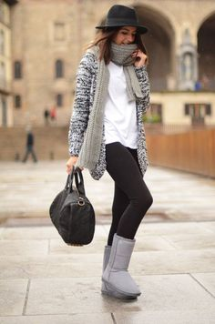 with hat, scarf, sweater, black skinny jeans Fashionista Alexandra with Le Bunny Bleu Gray Stella Water-Resistant Wool Boots Sports Day Outfit, Sport Outfits, Winter Outfits, Cute Outfits, Casual Outfits, Uggs, Ugg Boots Outfit, Winter Stil, Dressy Casual Outfits