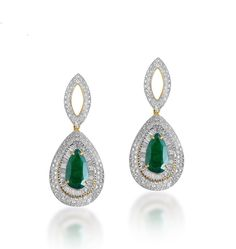 Dazzling earrings with diamonds and emerald