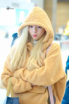 A community for fans of the K-pop girl group ITZY, under JYP Entertainment. South Korean Girls, Korean Girl Groups, Best Photo Poses, New Girl, Pop Fashion, Girl Fashion, Kpop Girls, Cool Girl, Asian Girl