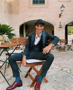 Oscar Casas Oscar House, Beautiful Men, Beautiful People, Famous Men, Future Boyfriend, Poses, Hot Boys, Well Dressed, Pretty Boys