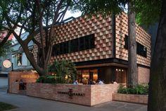 Esrawe Studio and Cadena y Associados have collaborated on the design of Tierra Garat, a new cafe in Mexico City& fashionable Roma Norte district. Cafe Interior Design, Interior Exterior, Exterior Design, Interior Shop, Brick Design, Scotland Road Trip, México City, Brick Patterns, Shop Front Design