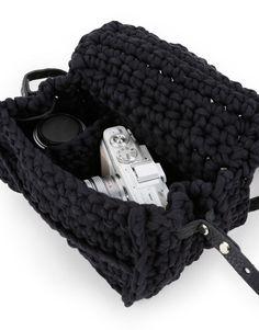 Snap Shot Bag   Crochet it   woolandthegang.com