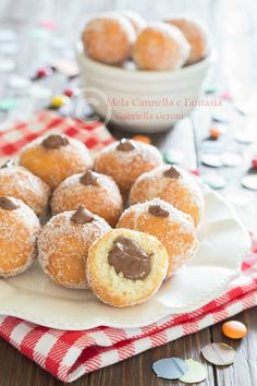 Castagnole con la nutella morbide ricetta facile e veloce Doughnut, Creative Food, Brunch Recipes, Muffin, Food To Make, Good Food, Food And Drink, Cooking Recipes, Sweets