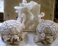 AHHHH soooo sweet! I have some antique doilies and a few friends that sew...this would make a nice gift.