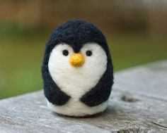 Needle Felted PenguinThis little felted penguin measures a little over 2 inches tall and a wee bit more than inches wide. Carefully needle felted from black andgnome diychristmas christmaspillow NEEDLE FELT TUTORIAL - Needle Felting Kits, Needle Felting Tutorials, Needle Felted Animals, Felt Animals, Felt Penguin, Felt Bunny, Penguin Baby, Penguin Craft, Baby Penguins