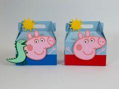 Caixinhas do tipo lancheirinha com os personagens da Família Pig. Venha se divertir com o George, a Peppa, o Papai Pig e a Mamãe Pig. Festa Peppa Pig.