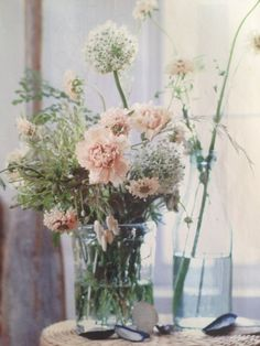 Easy, Beach-Inspired Decorating Ideas Throw Together a Neutral, Wild… Fresh Flowers, Beautiful Flowers, Pastel Flowers, Glass Flowers, Spring Flowers, White Flowers, Decoration Buffet, Deco Floral, Carnations