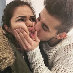 Are you in a relationship with anyone? Check 35 best selfie poses for couples that surely going to help you. True Love Meme, Love Memes Funny, Funny Boyfriend Memes, Funny Quotes, Kiss Quotes, Funniest Memes, Hilarious Memes, Cute Couple Selfies, Funny Couple Pictures