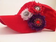 Red Hat Lady shabby flower hat Red Hat Club, Jenny Joseph, Red Hat Ladies, Wearing Purple, Ladies Club, Red Hat Society, Lady In Waiting, Hat Crafts, Shabby Flowers