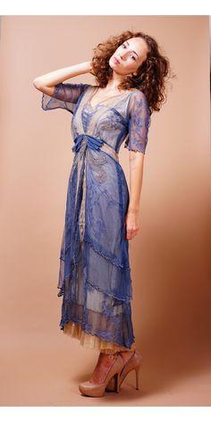 Romantic Nataya 40211 Blue/Butter Dress Vintage look Vintage Inspired Dresses, Vintage Style Dresses, Vintage Outfits, Vintage Fashion, Dress Vintage, Victorian Fashion, Fashion Fashion, Robes D'inspiration Vintage, Vintage Hats