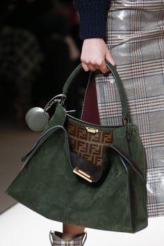 Fendi Fall 2018 Ready-to-wear Milan Collection - Vogue Gucci Handbags, Fashion Handbags, Tote Handbags, Purses And Handbags, Fashion Bags, Leather Handbags, Fashion Accessories, Fashion Fashion, Runway Fashion