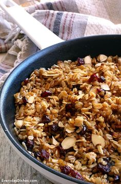 Fire up a warm rustic breakfast in just 10 minutes. This skillet oatmeal and einkorn wheat berry breakfast will fill you up until lunch! Wheat Berry Recipes, Wheat Berry Salad, Kohlrabi Recipes, Veggie Recipes, Healthy Recipes, Flour Recipes, Healthy Dinners, Bratwurst, Paleo Breakfast