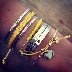 Poignet de bracelets argent et jaunes - l'Atelier d'Amaya  http://www.huilesetsenteurs.com