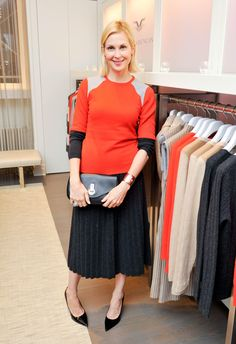 Kelly Rutherford makes us want a pretty pleated skirt