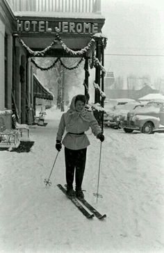 Hotel Jerome - Aspen 1947 Too bad you can't just ski in and ski out of the J Bar… Ski Vintage, Vintage Hotels, Vintage Winter, Vintage Sport, Vintage Clothing, Colorado Springs, Aspen Colorado, Colorado House, Fashion Art