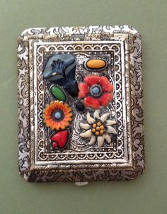 A LOVELY VINTAGE ART DECO ENAMEL LADIES COMPACT - PROBABLY CZECH MADE
