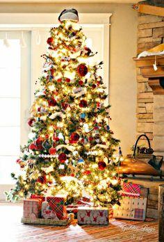 cool 49 Inspiring Rustic Christmas Tree Decoration Ideas for Cheerful Day  https://homedecorish.com/2017/10/01/49-inspiring-rustic-christmas-tree-decoration-ideas-for-cheerful-day/