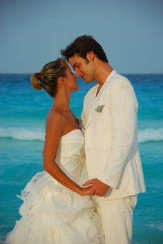 Are you ready to #celebrate? #OasisHotels offers THE best wedding packages. Come #discover the #Romance of #Cancun