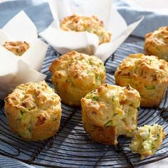 These Bacon, Feta & Zucchini Muffins use just a few ingredients and are ready in no time. You'll also the Cheesy Zucchini Muffins and Zucchini Cheesy Corn Fritters! Zucchini Muffin Recipes, Muffin Tin Recipes, Zucchini Bread, Bacon Muffins, Savory Muffins, Breakfast Muffins, Bento, Lemon Butter Chicken, Brunch