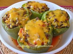 My family loves these stuffed green peppers. These are perfect for a busy night and stuffed green peppers topped with cheese My family loves these stuffed green peppers. These are perfect for a busy night and stuffed green peppers topped with cheese Popular Recipes, Great Recipes, Favorite Recipes, Fall Recipes, Beef Dishes, Food Dishes, Main Dishes, Green Pepper Recipes, Recipes With Green Peppers