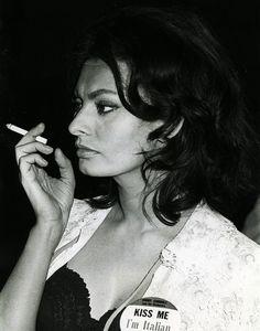 Sophia Loren... smokin' - 1967