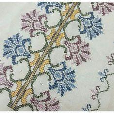 Cross Stitch Cushion, Cross Stitch Art, Bargello, Ribbon Embroidery, Hgtv, Needlework, Elsa, Diy And Crafts, Crochet