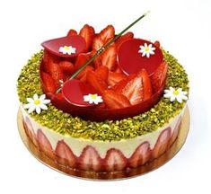 Le fraisier- Les desserts de Julien Fancy Desserts, Fancy Cakes, Caramel Pecan, Fashion Cakes, Strawberry Cakes, How To Make Cake, Finger Foods, Vegetarian Recipes, Bakery