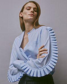 Блуза со съемным рюшем на рукавах Модная одежда и дизайн интерьера своими руками Дизайнеры Sébastien Meyer and Arnaud Vaillant  Coperni Femme Fall 2015 Ready-to-Wear Fashion Show