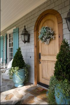 ⭐this gray with those robin's egg blue shutters... Beautiful!