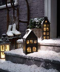Ünnepi csillogás & dekoráció - most online a Tchibo-nál! Christmas Carol, Christmas Home, Xmas, Christmas Windows, Door Grill, Metal Homes, How To Dry Oregano, Led, Outdoor Christmas