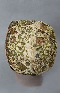 1720s embroidered coif..Metallic embroidered silk coif, c.1720. The Jacobean-style motifs show the influence of older Gothic designs, Indian palampores, and Flemish verdure tapestries. I have never seen such peerless perfection in embroidery outside of a museum. With their brilliant sheen, silk and metallic fibers immediately convey luxury. When used in the work of a master embroidery artist, the effect is astonishingly beautiful.