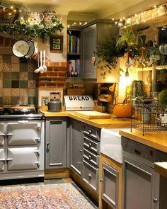 bold patterns and organic materials create an unforgettable kitchen design 17 < Home Design Ideas Cozy Kitchen, Country Kitchen, Summer Kitchen, Kitchen Ideas, Küchen Design, Home Design, Design Ideas, Design Patterns, Fabric Patterns