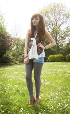 Colored Tights Outfit, Grey Tights, Wool Tights, Shorts With Tights, Pantyhose Fashion, Pantyhose Outfits, Fashion Tights, Women's Fashion, Shorts Outfits Women