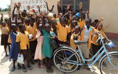 <p>Dankzij Pater Meddens krijgen dagelijks 900 kinderen in Ghana een gezonde maaltijd aangeboden op school. Met voedsel uit de regio. De lokale bevolking zou het project inmiddels goed zelf kunnen runnen, maar ze pikken het niet op. 'Misschien moeten we er gewoon helemaal mee stoppen', meent de initiatiefnemer. In Afrika gaan 29 miljoen kinderen niet naar school. Geen geld en geen tijd. Want zelfs als de school gratis is, wat moet je er dan als je die dag niets te eten hebt? Schoolvoedsel…