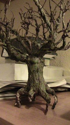 Tutorial arboles Belem, Fairy Houses, Dungeons And Dragons, Dollhouse Miniatures, Lion Sculpture, Statue, Cool Stuff, Pets, Crafting