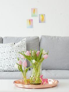 wohnzimmer-tulpen-blumen-rosa-kupfer