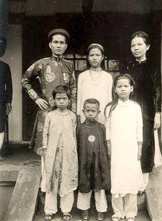 Les photos du Vietnam de 1925 à 1930 de M. Raymond CHAGNEAU: Une famille notable