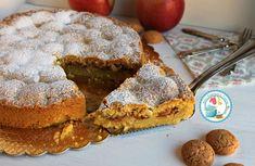 La torta amamela è una semplice crostata con base di pasta frolla ripiena di mele e amaretti che in cottura formeranno una cremina davvero deliziosa