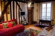 Charming two-bedroom Parisian apartment in Marais