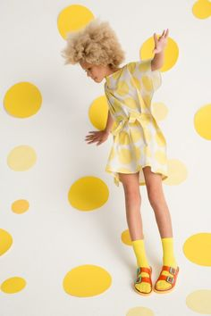 Don't Call Them Mellow Yellow — petitePARADE is an event and digital platform showcasing children's fashion and lifestyle products Kids Fashion Photography, Children Photography, Kids Studio, Kid Poses, Stella Mccartney Kids, Kids Branding, Kid Styles, Mellow Yellow, Summer Kids