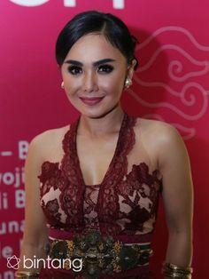 Penyanyi Yuni Shara menikmati perannya sebagai seorang ibu rumah tangga. Meski Yuni sangat sibuk sebagai seorang Publik figur, ia tetap utamakan mengontrol pergaulan anak. #YuniSara #Penyanyi #CavinCello #Bintang #Indonesia