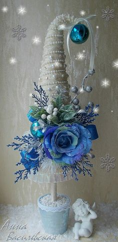 I love this idea for Christmas Small Christmas Trees, Christmas Makes, Blue Christmas, Xmas Tree, All Things Christmas, Winter Christmas, Christmas Holidays, Christmas Ornaments, Shabby Chic Christmas