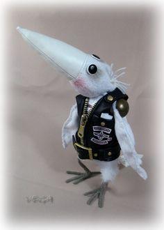 """Попросили меня сделать МК воронюки.  И заказали в подарок белую ворону в черном жилете и с лейбой мотоклуба, который называется """"Белый воро..."""