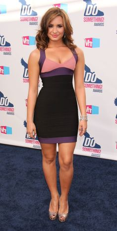 Demi Lovato looking gorgeous in this black and purple mini dress. Check out our new website: Ooh La La Club! Battle of Legs, Rate Some Legs and more! Demi Lovato Legs, Demi Lovato Body, Beautiful Celebrities, Gorgeous Women, Beautiful People, Gal Gabot, Vegas Dresses, Celebrity Beauty, Hollywood Celebrities