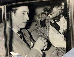 """Charles with Camilla. Pose y son risa de la mujer que sabe tiene agarrada """"la sartén por el mango"""" (para decirlo de manera fina...)"""