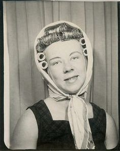 Vintage Hairstyles Vintage Photo Booth-Vintage Hairstyle BEFORE the curlers come out. Vintage Pictures, Old Pictures, Vintage Images, Old Photos, Vintage Ideas, Vintage Magazine, Vintage Photo Booths, Photos Booth, Bobe