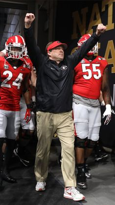 GO DAWGS! Kirby Smart leads the University of Georgia Bulldogs football team onto the field at Sanford Stadium in Athens Georgia Bulldogs Football, Sec Football, College Football Teams, Football Fans, Football Season, Georgia College, Georgia Girls, University Of Georgia, Kirby Smart