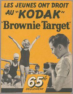 """Les jeunes ont droit au """"KODAK"""" """"Brownie Target"""""""