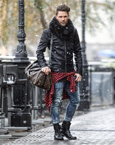 48 Inspiring Winter Style Ideas For Comfortable Days To Try - Winters are all about putting your fashion sense and sensibility forward. As you have to layer clothes on; this season gives you countless opportuniti. Mode Masculine, Winter Essentials For Men, Casual Outfits, Men Casual, Look Man, Leather Jacket Outfits, Herren Outfit, Mens Clothing Styles, Clothing Ideas